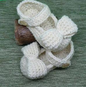 Sandalia blanca con un lazo