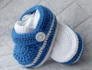 1bfb22707 Modernos zapatos tejidos a mano para bebe varoncito - Ropas Para Bebe