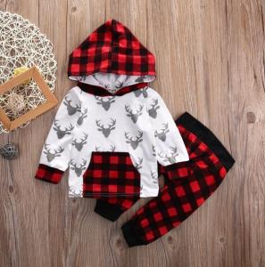Lindo diseño de conjunto bebe, cuadros en la capucha y el pantalón