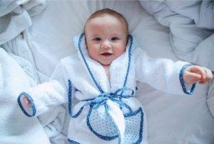 bata de baño bebe varon blanco