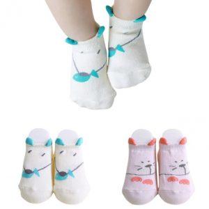 Tiernas medias recién nacida modelo gatita