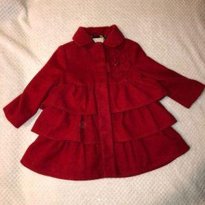 Abrigo niña con bobos color rojo