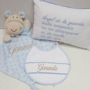 """Babero con nombre de bebe """"Gonzalo"""""""