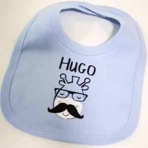 """Lindísimo babero con nombre de bebe """"Hugo"""""""