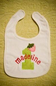 "Divertido babero con nombre de bebe ""Madeline"""
