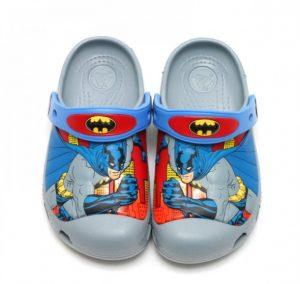 Novedoso crocs Batman para niños
