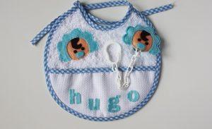 """Tierno babero personalizado con nombre de bebe """"Hugo"""""""