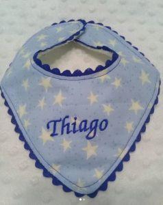 "Novedosos baberos con nombre de bebe ""Thiago"""