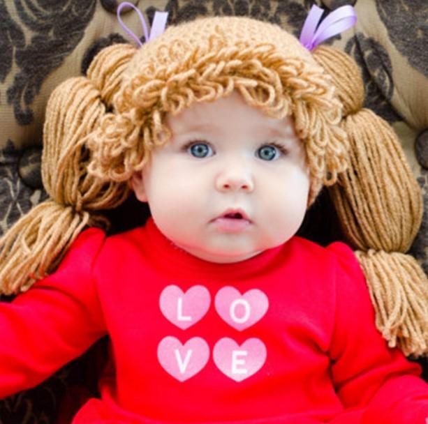 bello gorro y peluca para bebe