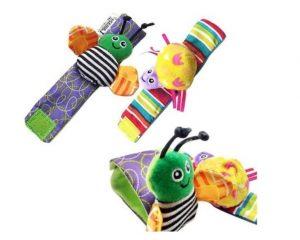Juego de cuatro piezas de calcetín y muñequera con sonaja