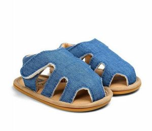 Novedosa sandalia para bebe color azul