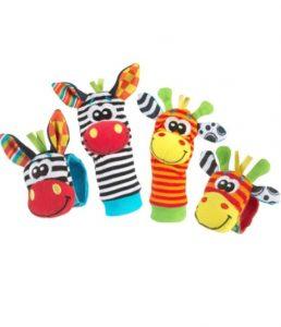 Lindo juego de brazalete y calcetín para la estimulación de tu bebe