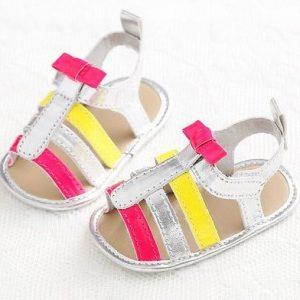 Linda sandalia de colores
