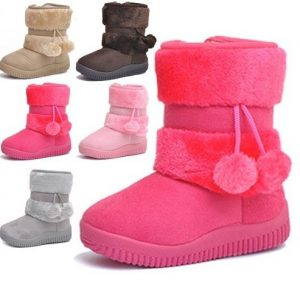 Lindas botas con pompones para niña