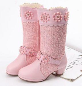 Elegante modelo de bota para niña
