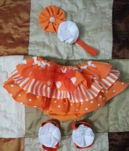 Hermoso conjunto de calzóncon bobos color anaranjado