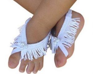Hermoso diseño de sandalias pies descalzos