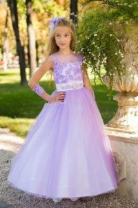 Linda niña convestido de promoción color lila bebe