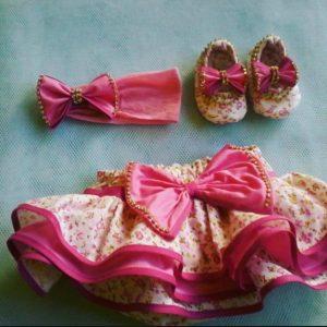 Hermoso diseño decalzóncon bobos, vincha y zapatos