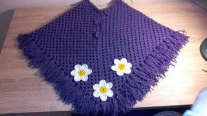 Preciosos ponchos tejidos a mano para niñas
