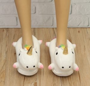Modelo unicornio depantufla para niña