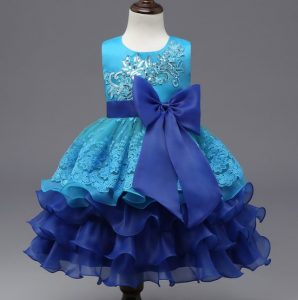 Deslumbrante vestido de promoción turqueza con azul