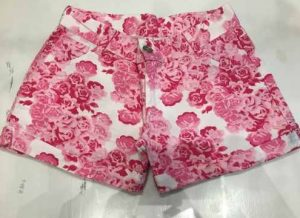 Short floreado para niña de color rosado