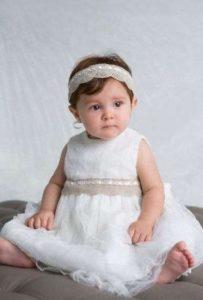 Clásico color blanco de vestido de bautizo
