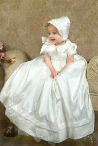 Vestido clásico de bautizo para niña