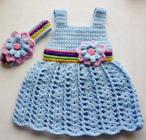 vestido tejido con rosas para niña