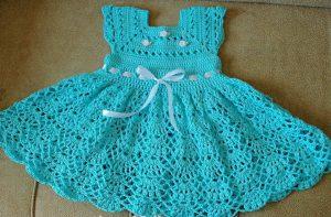 vestido para niña tejido a mano color turquesa