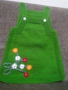 vestido para niña tejido a mano color verde