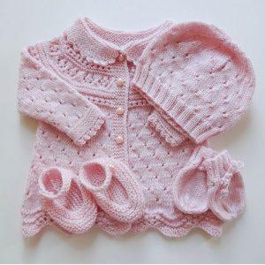 bello ajuar para bebe mujercita tejido a mano