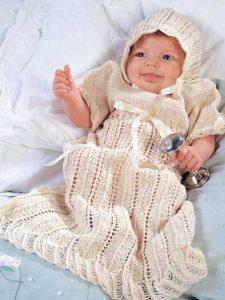 Los más bellos ajuares para bebe mujercita tejidos a mano