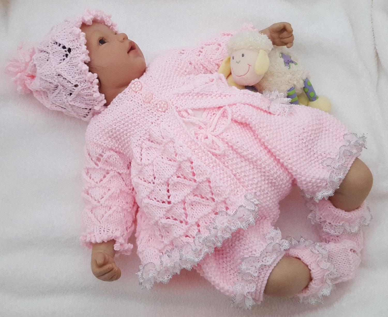 ajuar tejido a mano para bebe