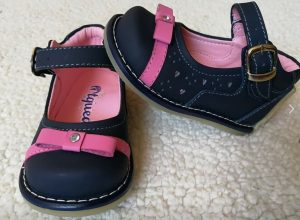 Hermoso diseño de zapato pibe con aplicaciones