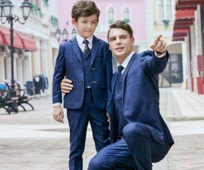 Padres e hijos con ternos iguales para su fiesta de promoción